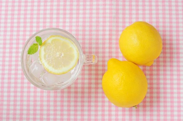 レモンの皮を捨てる前に!掃除に使ってみませんか?水垢や油汚れにも